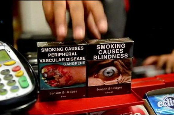 Anche in Francia arriva il pacchetto di sigarette neutro