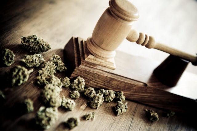 legge che regola il consumo di marijuana