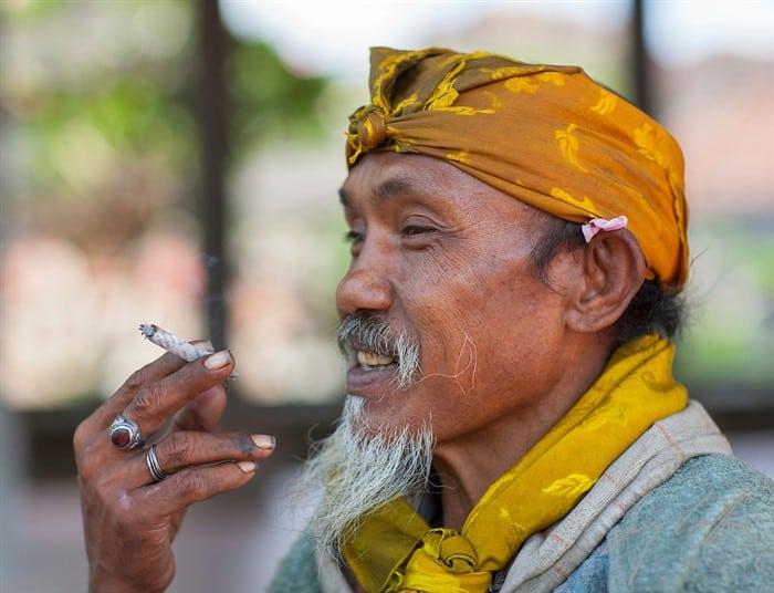 kretek sigarette indonesiane ai chiodi di garofano