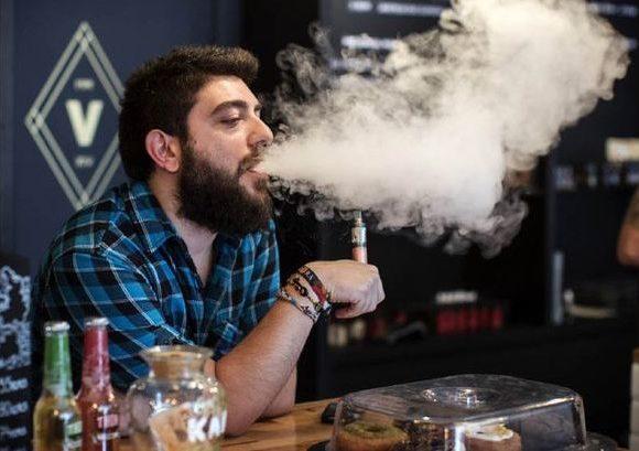 La sigaretta elettronica si può fumare nel posto di lavoro?