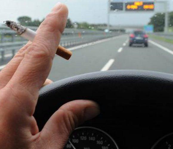 Fumare in auto è legale? Ecco cosa dice la legge